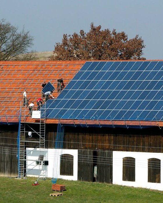 Modul in care panourile fotovoltaice iti pot alimenta casa