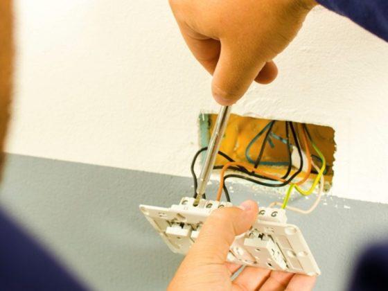 Ai nevoie să schimbi un cablu la instalaţia electrică ? Apelează la personal calificat