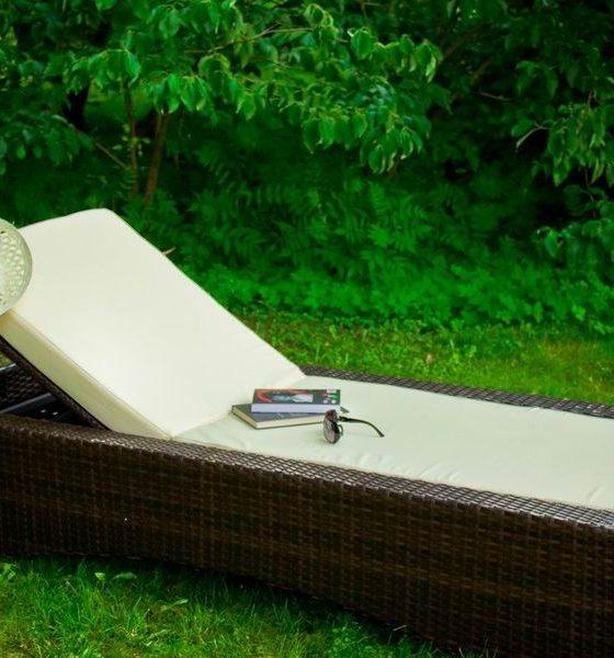 Reamenajează-ţi grădina cu şezlonguri şi scaune pentru terasă
